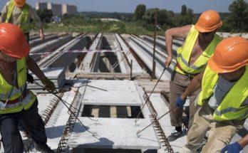 строителей сорвались с крыши