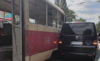 столкнулся с трамваем