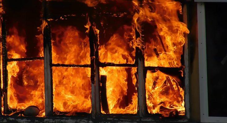поджег дом