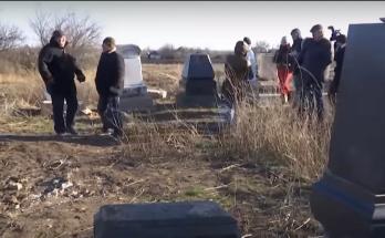 надругательстве над могилами