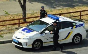 полицейскую машину
