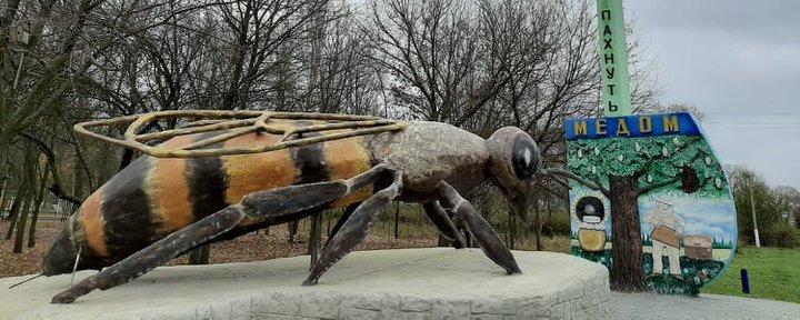 рекордный памятник пчеле